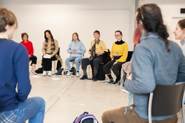 Bild:  MFA Symposium Feeling Molecularized, 2019, workshop by Sophie Jung, photo by Jonathan Daza Ospina