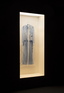 Picture: Ausstellungsansicht SITUATIONS/Closure, SITUATION #217: Simon Fujiwara, What Beyoncé Wore to the Anne Frank House, 2018