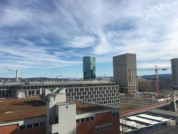 Bild:  Dachterrasse Toni-Areal, Blick Richtung Prime-Tower