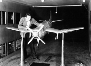 Bild:  A scale model of the Douglas SB2D Destroyer at the wind tunnel of the Ames Research Center, Moffet Field, California (USA), on 1 April 1942