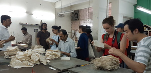 Bild:  InOctober – International Network for Contemporary Public Art | Caption: visit of upcycling unit, October School Dehli 2018 | Credits: Franz Krähenbühl