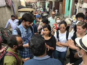 Bild:  InOctober – International Network for Contemporary Public Art | Caption: Visit of Recycle Unit, October School Dehli 2018 | Credits: Christoph Schenker