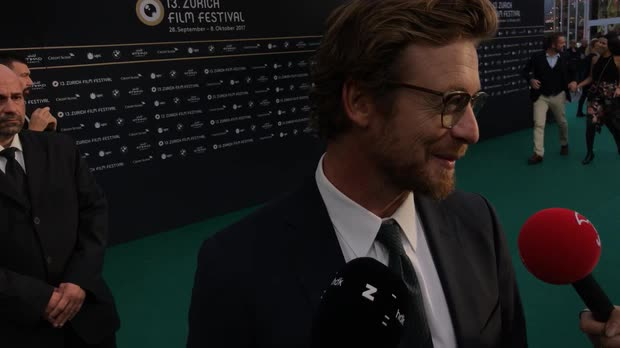 Picture: Simon Baker on the Green Carpet
